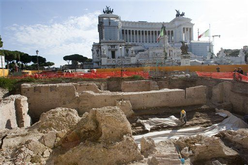 A major archaeological find in central Rome - a 2nd century complex.