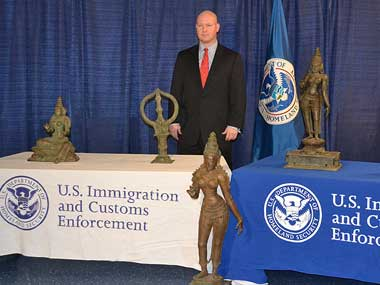 Special agent  James T Hayes Jr. with the seized antique bronzes. Picture courtesy: Homeland Security Investigation
