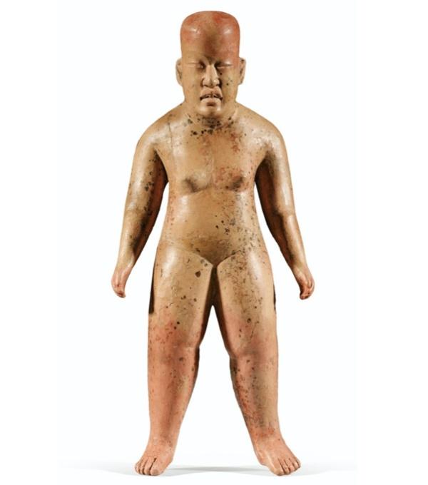 Lot 117. STATUETTE ANTHROPOMORPHE.CULTURE OLMÈQUE, LAS BOCAS, MEXIQUEPRÉCLASSIQUE, 900-600 AV. J.-C. OLMEC ANTHROPOMORPHIC FIGURE, LAS BOCAS, MEXICO, h. 27,5 ; 10 3/4 in Estimate: 120,000-140,000 Provenance Galerie Merrin, New York, 1987 Collection Barbier-Mueller, Genève, Inv. n° 500-31