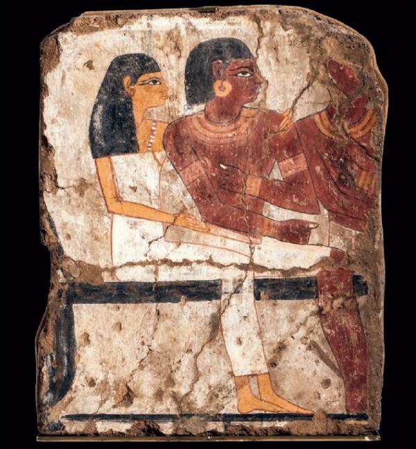 Lot 62. Exceptionnelle peinture à tempera sur une fine couche d'enduit appliquée sur un stuc plus grossier mélangé de paille,recouvrant à l'origine un mur de brique crue. Un COUPLE de NOTABLES est représenté assis. La jeune femme coiffée de la perruque, vêtue d'une longue robe blanche moulante entoure les épaules de son époux en posant sa main gauche sur son épaule. L' homme, vêtu d'un pagne court, porte collier, bracelets et boucle d'oreille. Sur la droite, un autre personnage masculin portant également collier et bracelets. Nouvel Empire, époque Ramesside. Haut : 43. Larg : 35,5 cm.  Estimate: €6,000-8,000