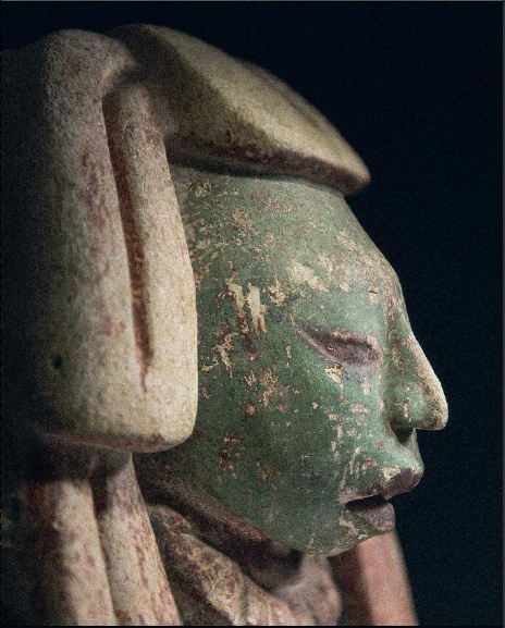 Lot 28. Head of a dignitary. Maya Culture, GuatemalaA.D. 600 - 900 White stucco with brick-red and turquoise paint H. 12.8 in - W. 11.8 in - D. 8.7 in Estimate: €100,000-120,000