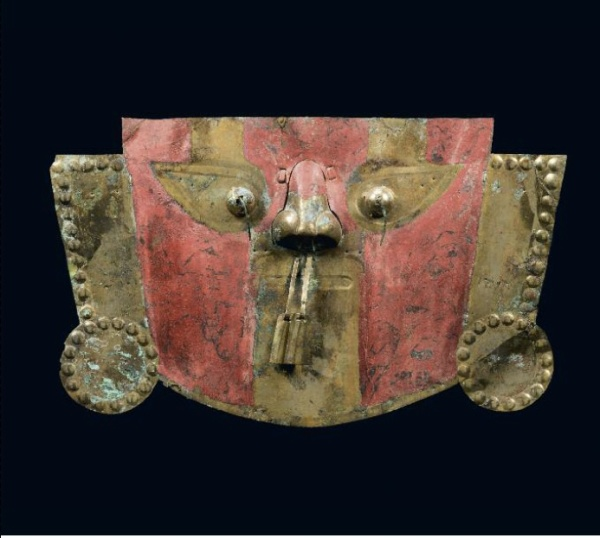 Lot 46. FUNERARY MASKChimu-Lambayeque Culture, Peru A.D. 1100 - 1400 Silver, copper, gold, cinnabar H. 17.3 in - W. 9.5 in Provenance : Ancienne collection Ian Mitchell Estimate: €150,000-180,000