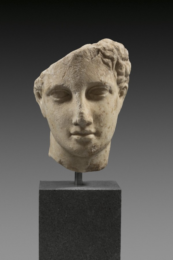 Greece, late 5th - 1 Half of the 4th century BC, finely crystalline marble. Under life-size, H 13cm. Estimate: €10,000