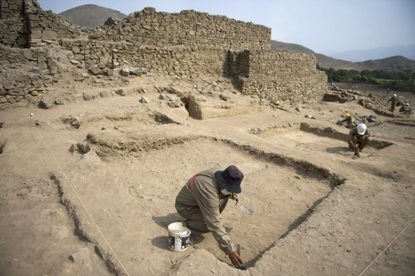 Archaeologists work at the El Paraiso archaeological site in Lima. Photographer: Ernesto Benavides/AFP via Getty Images