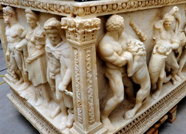 This picture released on September 23, 2015 by the Office of the Attorney General of the Canton of Geneva, shows details of a marble Roman sarcophagus (Ad150-180) that the office has decided to give back to Turkey (AFP Photo/) Click on image to enlarge.